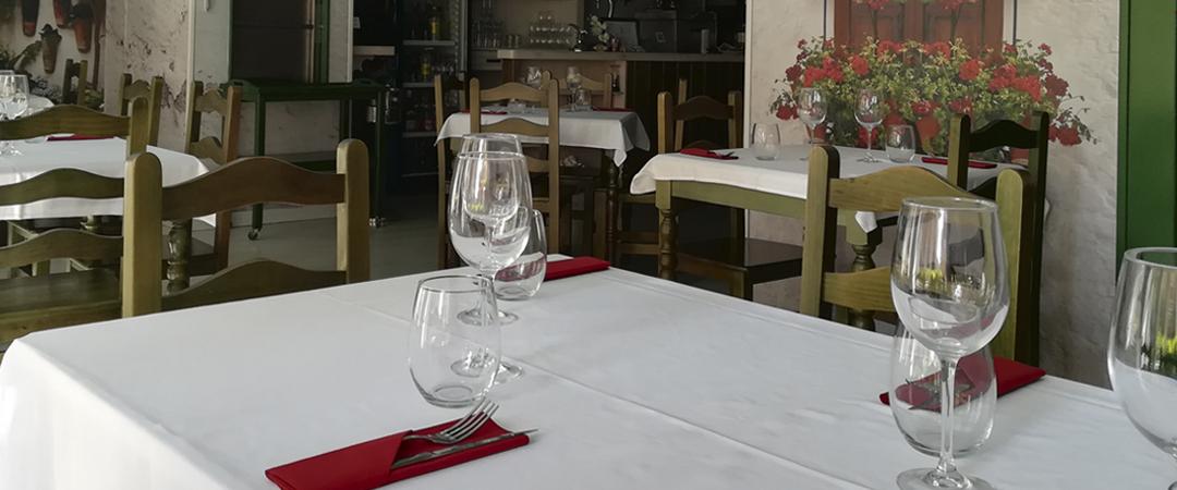 mesa restaurante patio cordobés